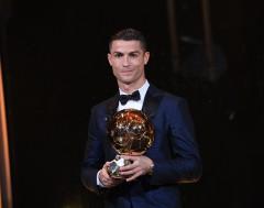 Karrewiet: Ronaldo wint Gouden Bal voor vijfde keer!