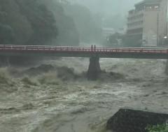 Karrewiet: Tyfoon Hagibis raast door Japan