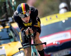 Karrewiet: Wout van Aert valt en moet Ronde van Frankrijk opgeven