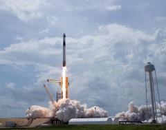 Karrewiet: Eindelijk gelukt! SpaceX lanceert bemande raket