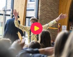 Radio Koekenbak: De Burgemeester en Van Leemhuyzen bouwen een feestje!