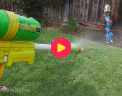 Karrewiet: Gigantisch waterpistool