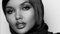 Halima Aden zwart-wit foto