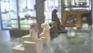 Mysterieus beeld in museum