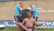 Kompany doet ice bucket challenge