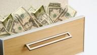 Jongen vindt 10.000 dollar op hotelkamer