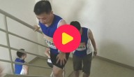 lopers op de trap