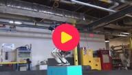 robot maakt salto