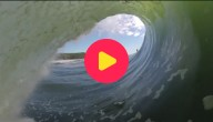 Surfen op wilde golven in Australië
