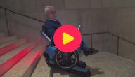 Met een rolstoel de trap op