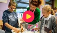 Sien helpt met koekjes bakken in Buggenhout