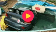 Auto in zwembad