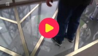Glazen vloer in Eiffeltoren