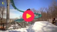 Snowboarden in een verlaten waterpark