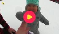 peuter op een snowboard