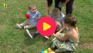 Blinde kinderen op zoek naar eieren