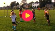 voetballende meisjes