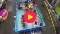 Zwembadfeest op straat
