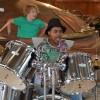 Even het drumstel uitproberen tijdens de pauze.