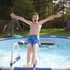 Als het warm is, ben ik niet van het water weg te houden. Dames en heren, ik stel jullie voor: de Pieter-duik!