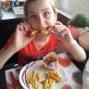 Met een bord frietjes en kipnuggets ben ik anders ook wel heel erg blij! Mijn favoriete gerechtje, zo simpel maar zo lekker!