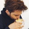 <p>Geen melk of suiker in de koffie van Dempsey, wel stippen!!!</p>