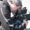 De cameraman draait beelden. Alles wordt langs boven en onder uitgebreid gefilmd.