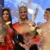Miss België met de meisjes die op de tweede en derde plaats staan