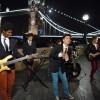 's Avonds filmen we aan de beroemde Tower Bridge. Wat een uitzicht!