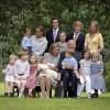 Hij heeft drie kinderen en twaalf kleinkinderen.