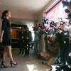 Bérénice Bejo kijkt naar de fotocamera's. Ze speelde onder andere in 'A Knight's Tale'.