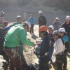 Elke zondag mogen de kinderen gratis komen klimmen. En dan komt er heel veel volk.