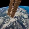 Het ISS vliegt aan bijna 28.000 km/u rond de aarde.
