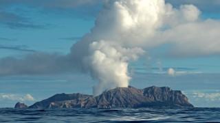 Toeristen gewond en vermist na vulkaanuitbarsting Nieuw-Zeeland
