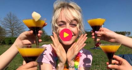 Charlotte zorgt voor frisse cocktails!