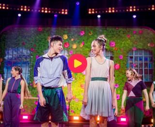 Emilie en Robbe doen de harten van het publiek sneller slaan met hun versie van Verliefd Zijn!